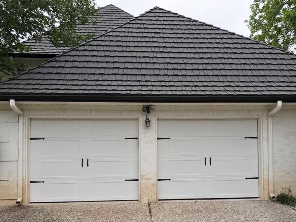 carrige_style_white_garage_door (3)