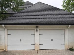 carrige_style_white_garage_door (3)