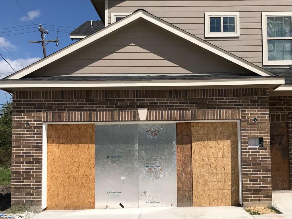 garage_door-before