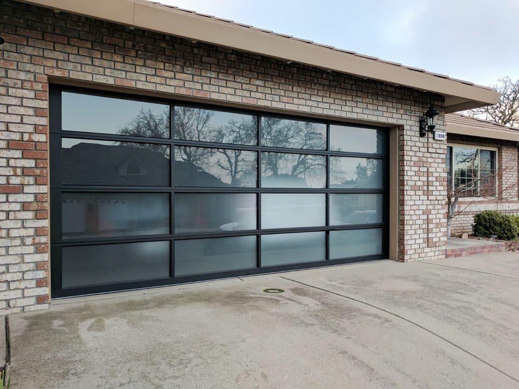 modern_glass_garage_door