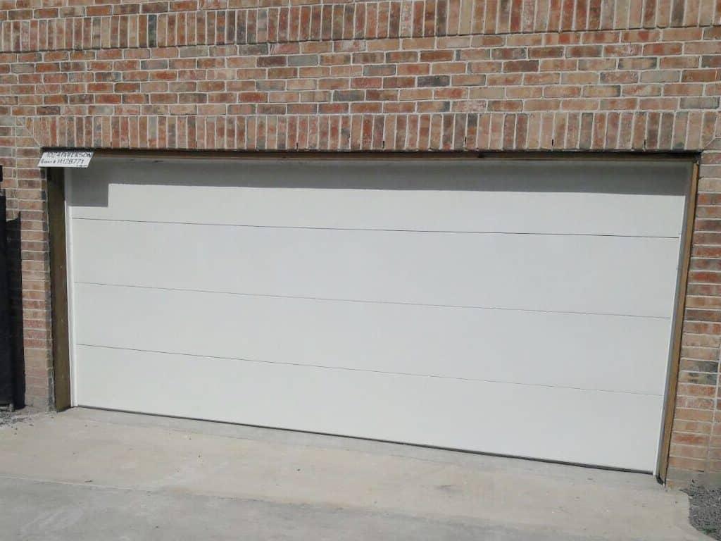 residential-flush-white-garage-door